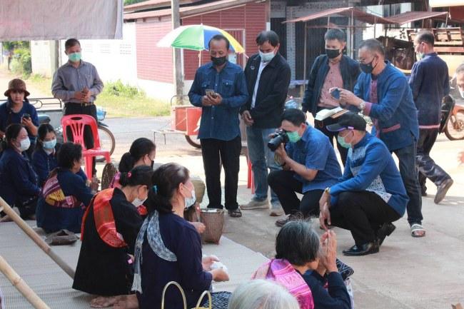 พ่อเมืองนครพนม ลงพื้นที่ให้กำลังใจชาวบ้านหนองสังข์ในการขับเคลื่อนหมู่บ้าน OTOP เพื่อการท่องเที่ยว