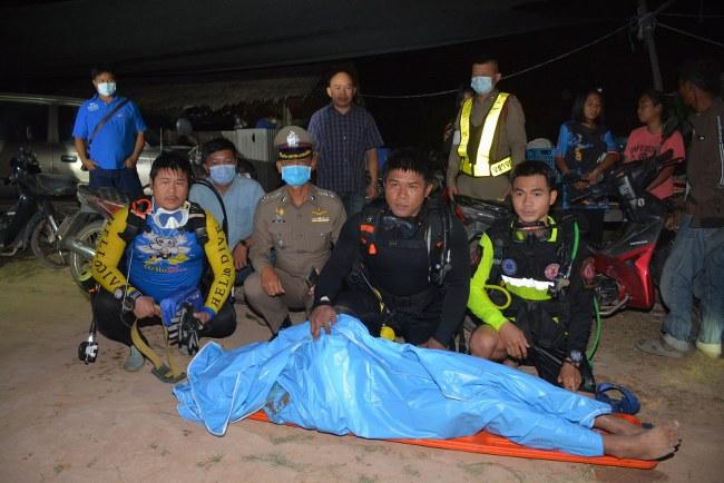 หาดบ้านแก้งกลืน 3 ชีวิต 2 หนุ่มเมากอดคอกันโดดน้ำเสียชีวิต อีก 1 คนพลัดตกน้ำดับใต้แม่น้ำมูล (มีคลิป)
