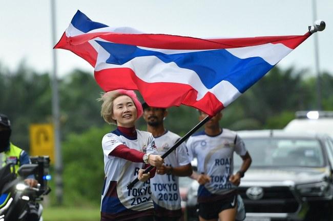 ฝนกระหน่ำไม่เป็นปัญหา ชาวนคร รวมใจวิ่งธงชาติไทยไปโตเกียวโอลิมปิก ผ่าน 10 วัน วิ่งสะสมรวมเเล้ว 829 กม.