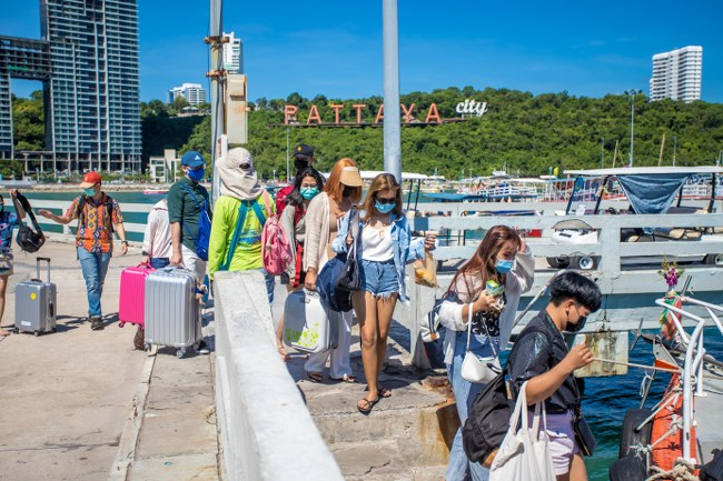 วันหยุดเกาะล้านแน่น ที่พักเต็ม หลังเปิดให้นักท่องเที่ยวมาเที่ยวได้ (ชมคลิป)