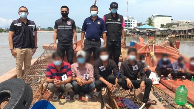 ตำรวจน้ำ จับเรือประมงเวียดนาม 2 ลำ ลอบเข้ามาทำการประมงในน่านน้ำไทย คุมลูกเรือ 9 คน คัดกรองโควิด-19 เข้ม