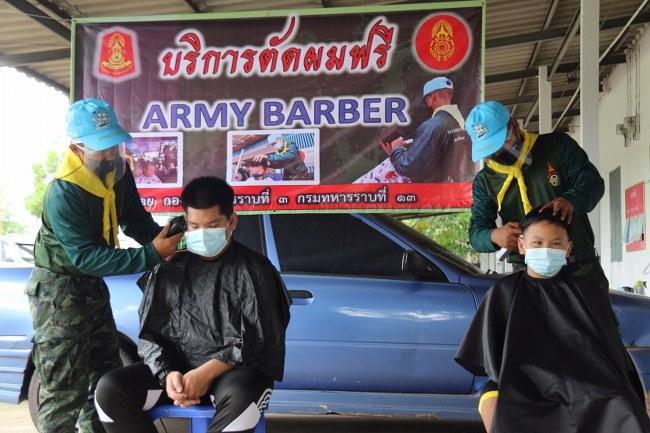 """ARMY BARBER"" บริการตัดผมฟรี ให้กับบุตรหลานของกำลังพล ค่ายเจ้าพระยาสุรวงศ์วัฒนศักดิ์"