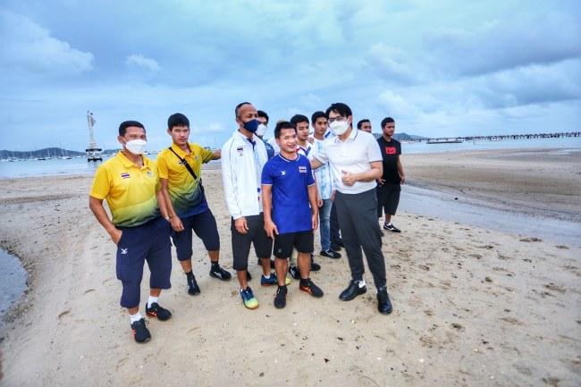 """ทัพฮีโร่พาราไทย สุดชิลริมชายหาด ภายใต้ """"ภูเก็ต-แซนด์บ็อกซ์"""""""